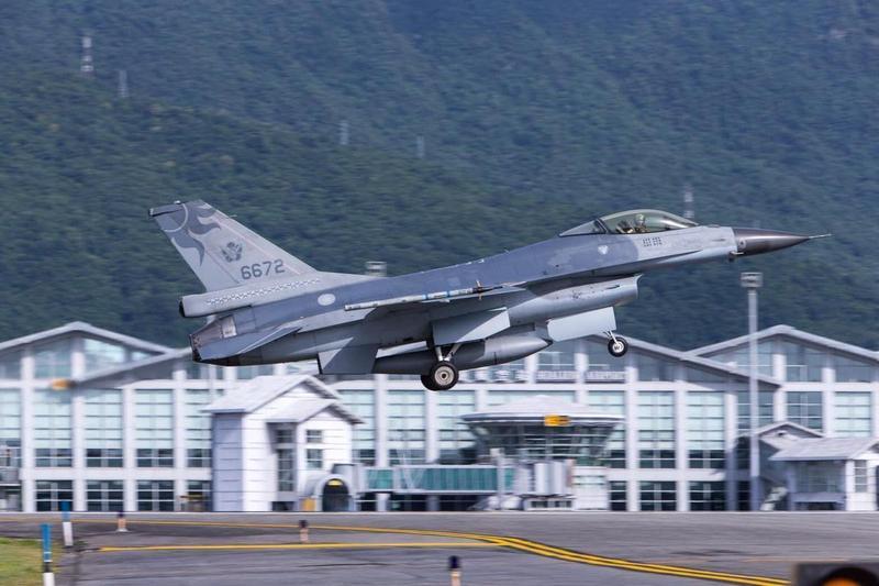 空軍近來意外頻傳,一名軍眷沉痛發文,常聽到有人酸空軍「摔死可領很多錢」。(翻攝自軍聞社)