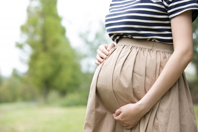 一名準媽媽因為丈夫不願意花24萬元讓她住月子中心,而發文痛罵對方愛錢。(圖片取自photoac)