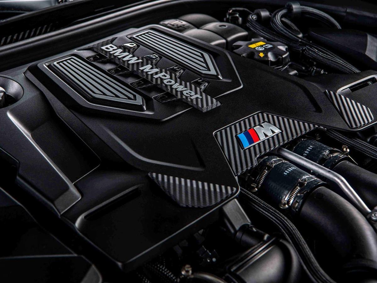 全新BMW M5搭載M TwinPower Turbo S63 4.4升V型8汽缸雙渦輪雙渦流汽油引擎,最大馬力達600匹德制馬力與750牛頓米的強勁扭力輸出。