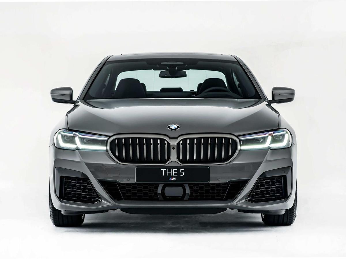 全新BMW M550i xDrive可榨出較前代車型多70匹的530匹最大馬力與750牛頓米最大扭力,3.8秒即可完成0-100kmh加速。