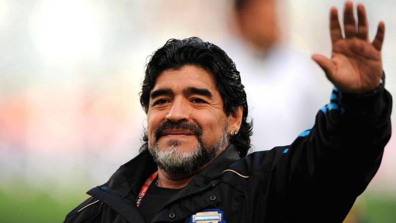 阿根廷足球傳奇馬拉度納因心臟病發逝世,享壽60歲。(翻攝自推特)