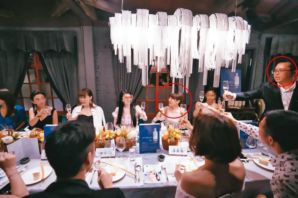 李佳霈與前夫(紅圈者)經常邀貴婦開趴,花錢毫不手軟。(翻攝自IVYBELLE.starlife臉書)