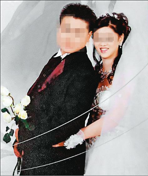 原本在酒店上班的林女(右)奉子成婚,嫁給劉姓前羽球國手(左)。(翻攝畫面)
