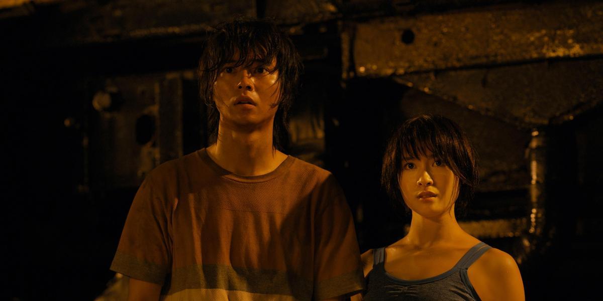 《今際之國的闖關者》是山崎賢人與土屋太鳳第4度合作,已經有很好的默契。(Netflix提供)
