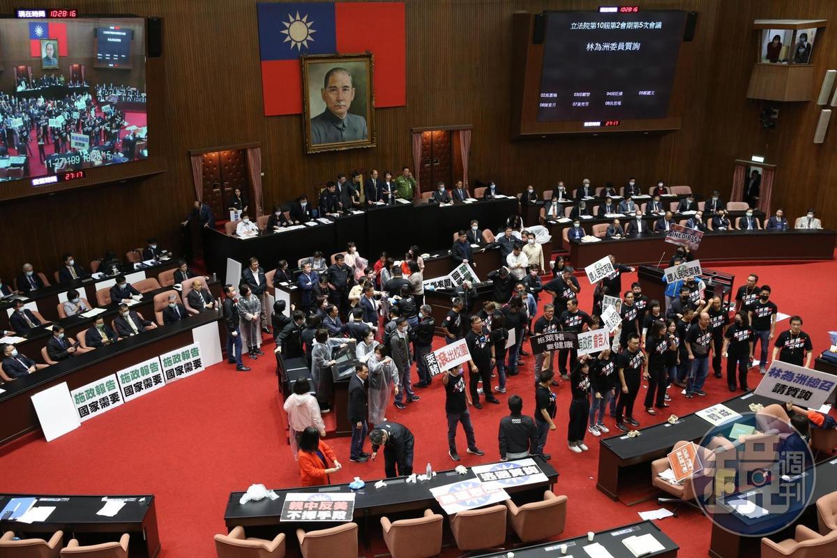 台灣朝野為「萊豬議題」,爆發激烈衝突。