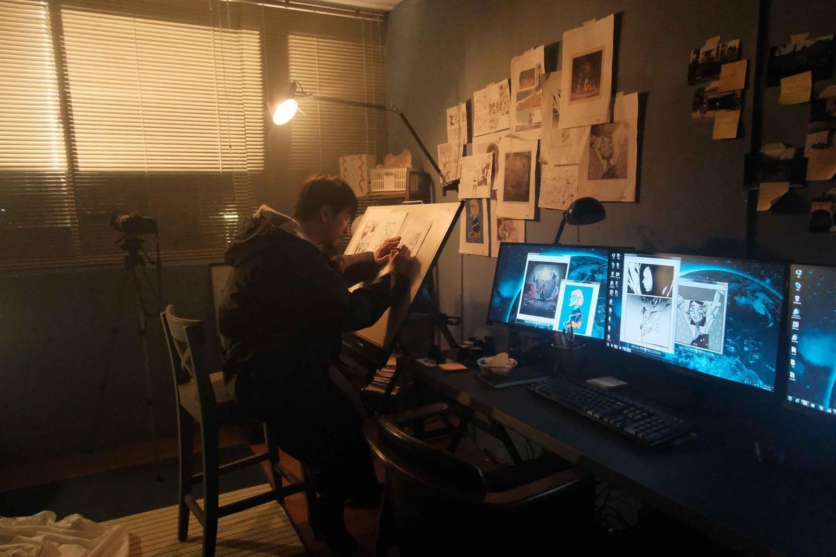 陳漢典飾演一位漫畫家,開拍前還找畫畫老師練習。(公視提供)