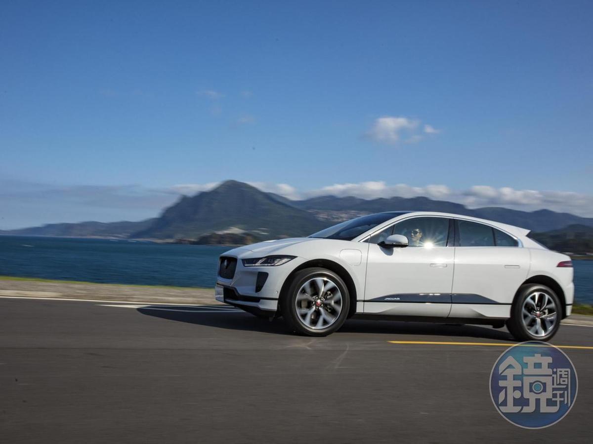 台灣捷豹路虎繼2019年盛大發表次世代Jaguar I-PACE純電跑旅,成功以「英倫電豹靜襲台灣」創造話題後,如今更宣佈與台灣充電設備領導品牌Noodoe (拓連科技) 合作,即日起提供既有與未來Jaguar I-PACE車主免費享有一年Noodoe全台環島充電網之會員資格。