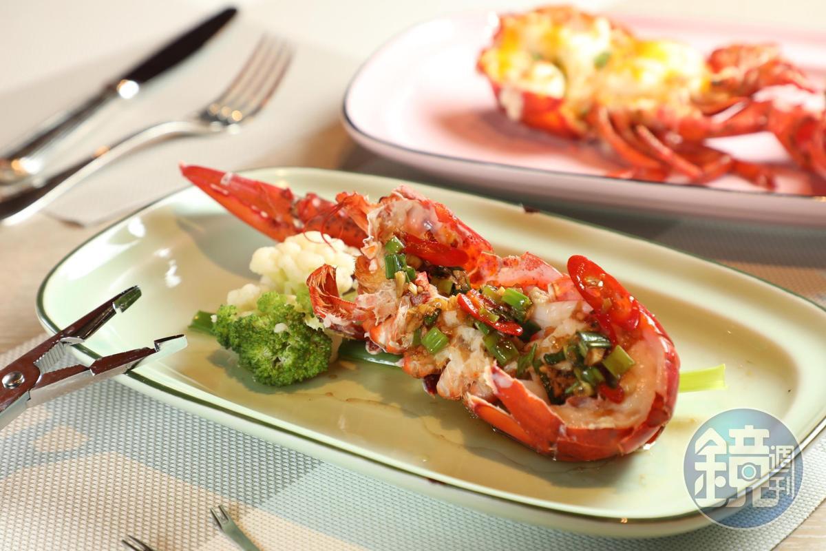 在遠東Café加價558元就能吃到一整隻現撈的活龍蝦,還可選擇自己喜歡的烹調方式。