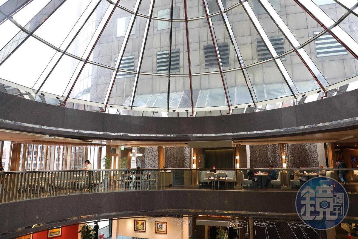 開在台北遠東香格里拉飯店6樓的遠東Café,有一區能引入自然天光。
