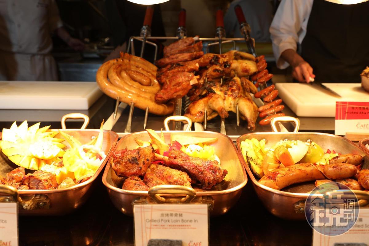 餐檯上有各式各樣的燒烤可選,堪稱肉食者的天堂。