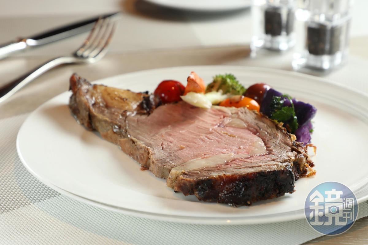 經過28天濕式熟成的美國肋眼牛排,厚薄任選,入口軟嫩甜美。