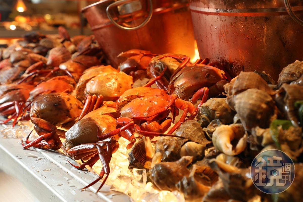 當季的三點蟹是餐檯上的明星商品之一。