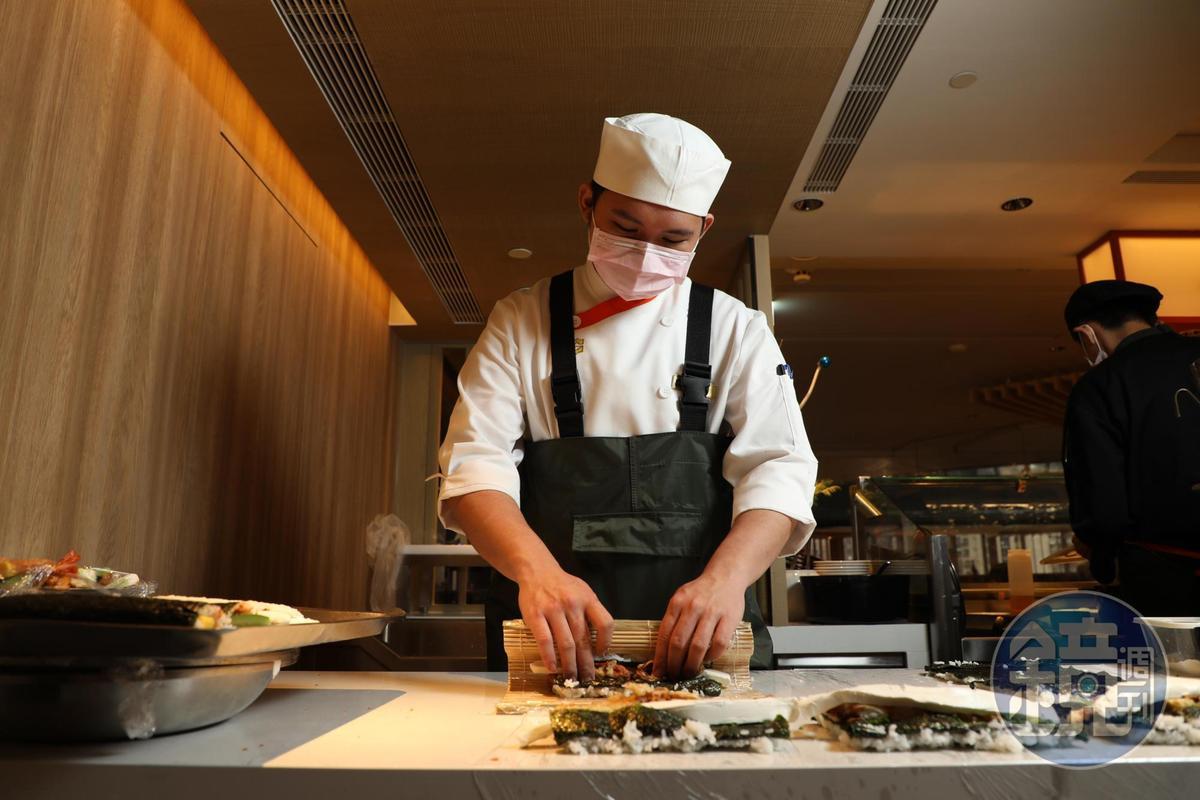 主廚特別設計鮭魚、鮪魚、酪梨玉子燒、蝦卵等4種飯捲。