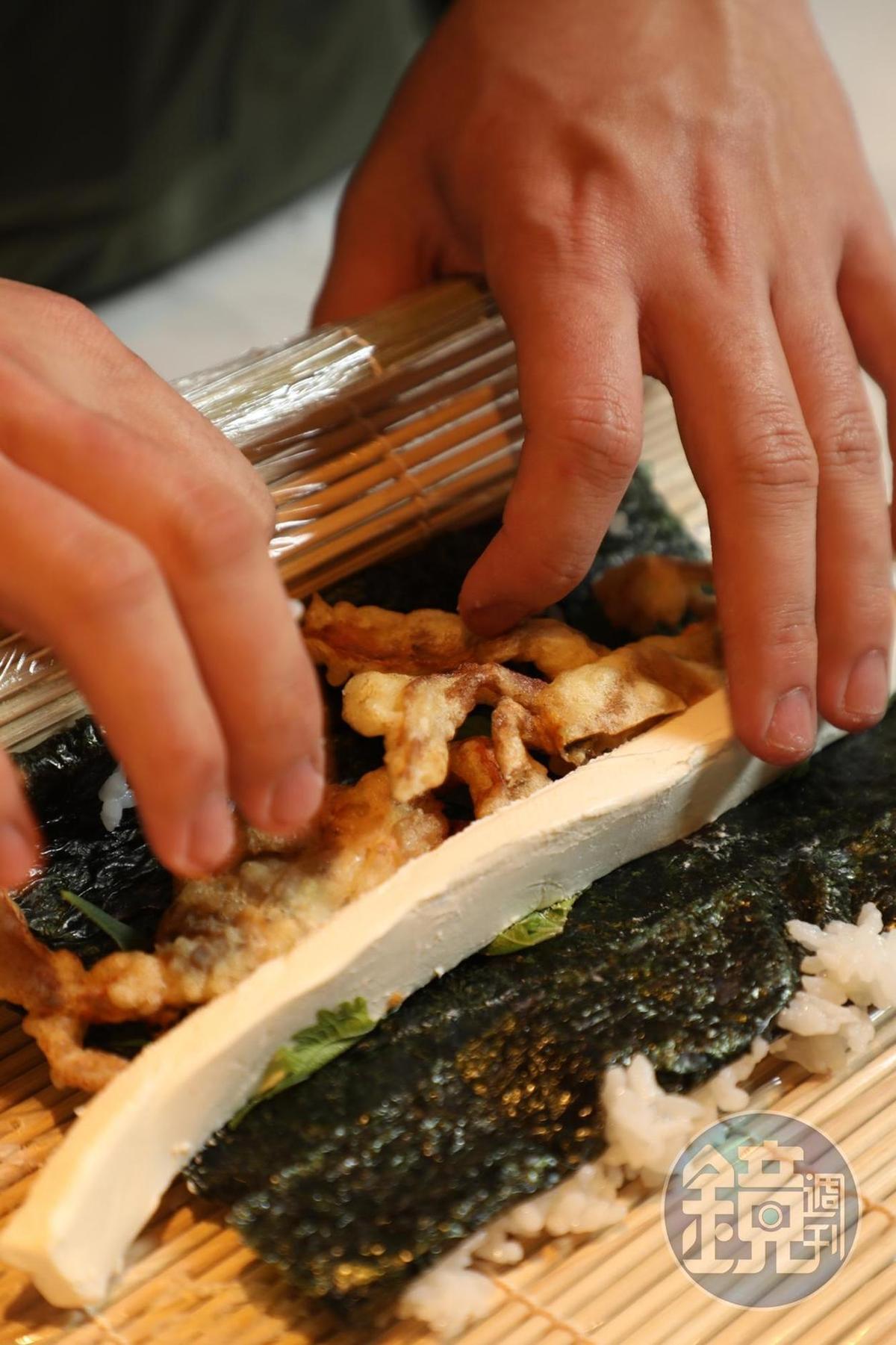 每天選用當季魚貨,現點現做日本創意飯捲。