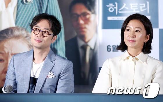 金喜愛(右)主演電影《她們的故事》導演閔奎東也確診新冠肺炎。(翻攝自news1)