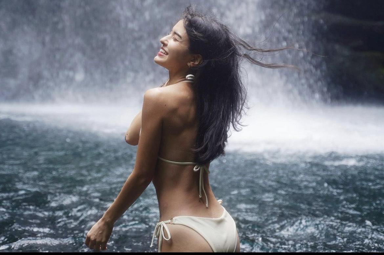 雷艾美熱愛運動,除了一身毫無贅肉小麥肌,身材比例也讓人看了直噴鼻血。(翻攝自雷艾美IG)