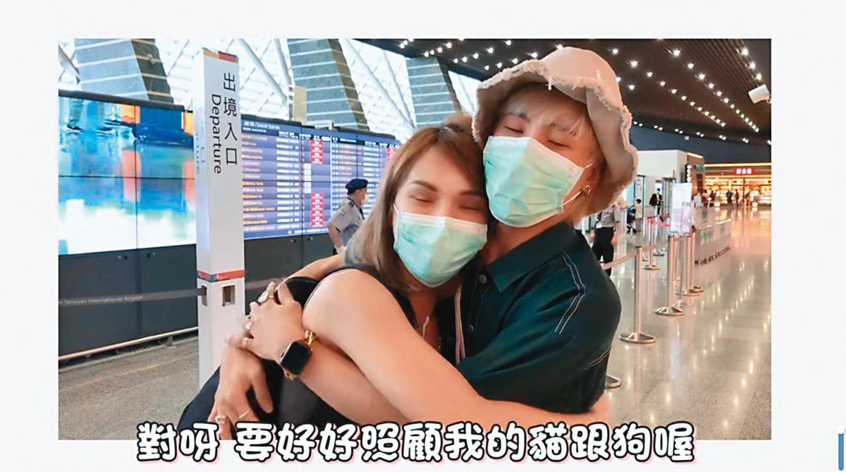 小A辣(左)9月出國動手術,好友林進(右)還來送機。(翻攝自小A辣臉書)