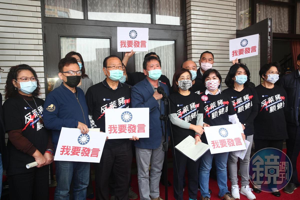 朝野協商破裂後,國民黨立委在議場前開記者會。