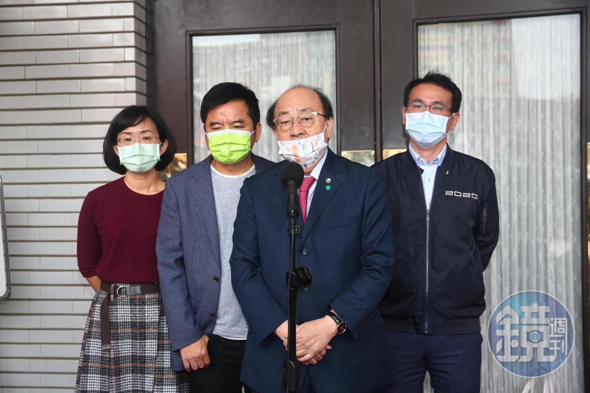 民進黨團總召柯建銘也開記者會說明朝野協商破局。