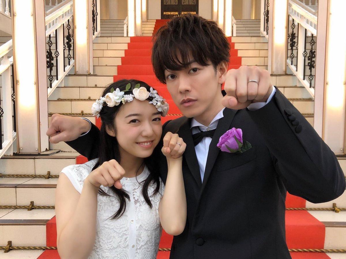 佐藤健(右)和上白石萌音合作演出日劇《戀愛可以持續到天長地久》,甜蜜火花掀起熱潮,也帶旺兩人聲勢。(翻攝自《戀愛可以持續到天長地久》Twitter)
