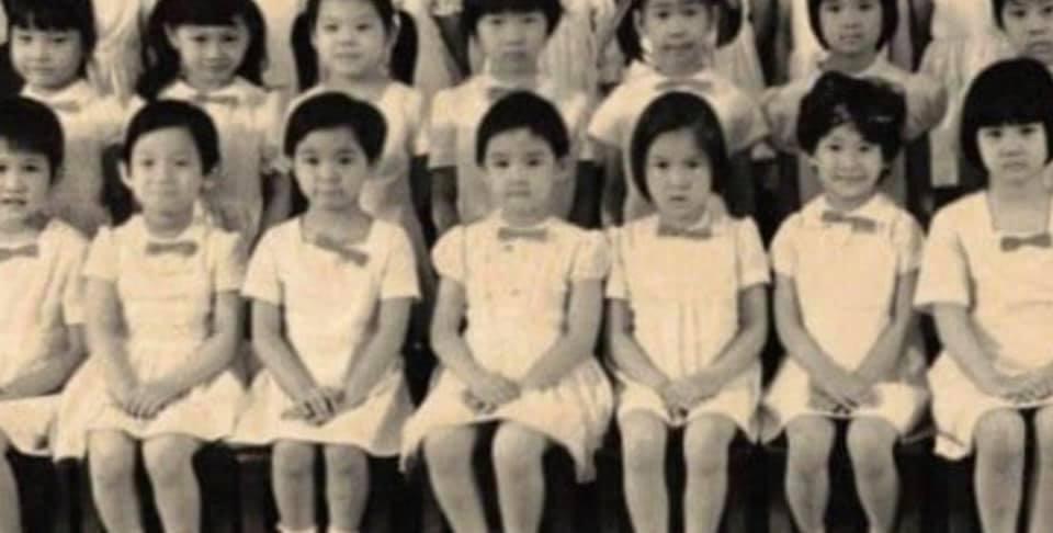 前排右4的小女孩就是周慧敏。(翻攝周慧敏臉書)