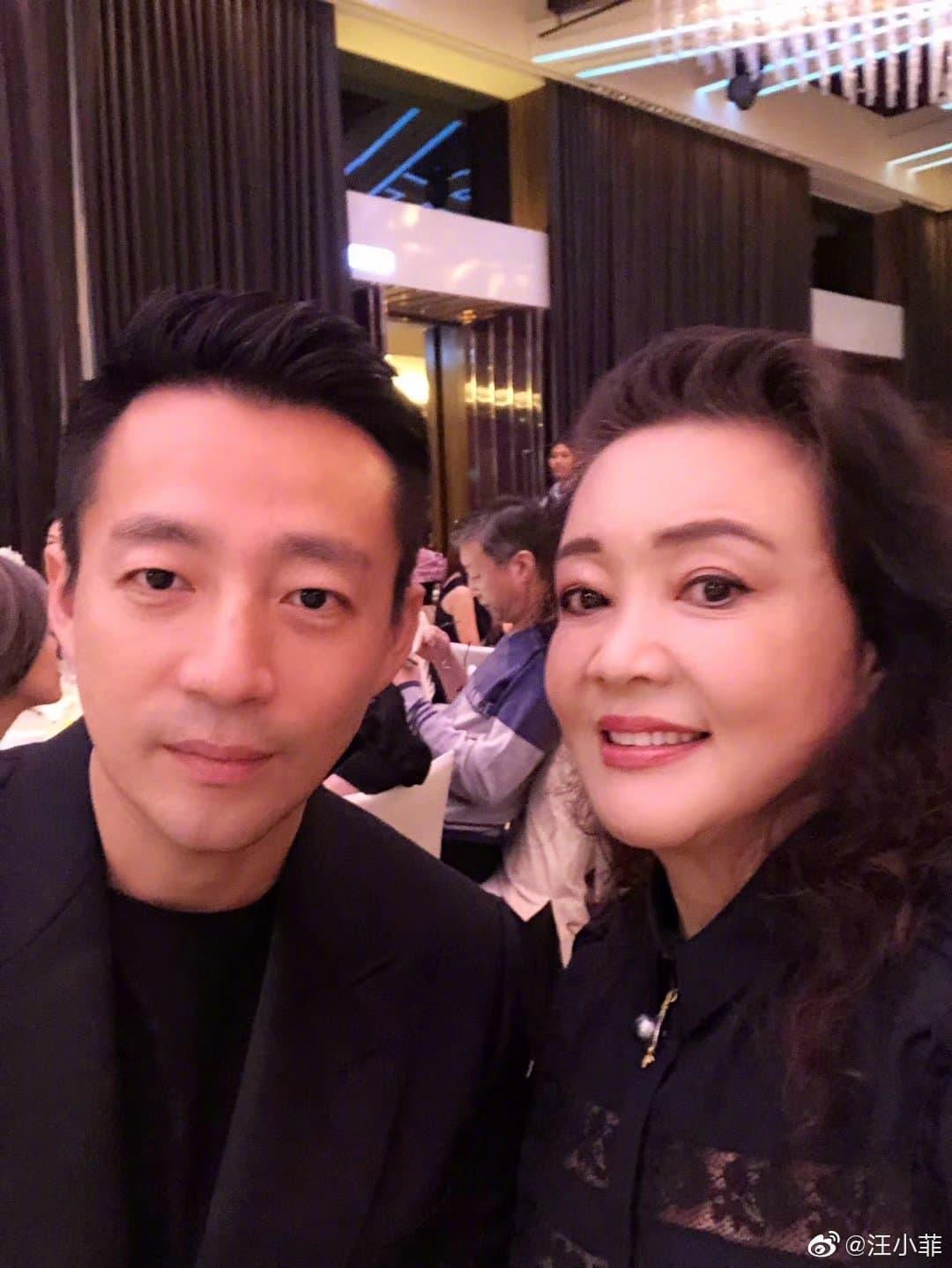汪小菲(左)和張蘭(右)母子感情深厚,一起打造餐飲事業王國。(翻攝自汪小菲微博)