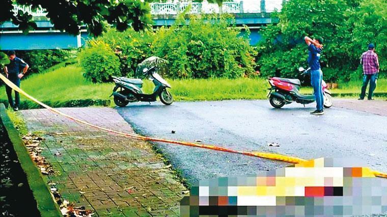 黃男陳屍在屏東南華大橋堤防旁,被晨運的民眾發現。(翻攝畫面)