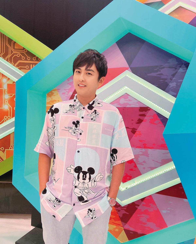 黃靖倫7月宣布要當爸爸,並加入《女力報到最佳拍檔》擔任要角。(翻攝自黃靖倫臉書)