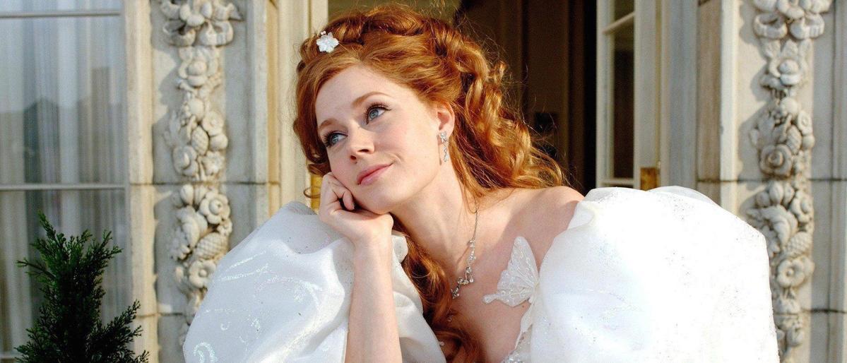 當時艾美亞當斯已33歲,卻仍靠強大演技把童話世界的公主扮演得維妙維肖。(網路圖片)