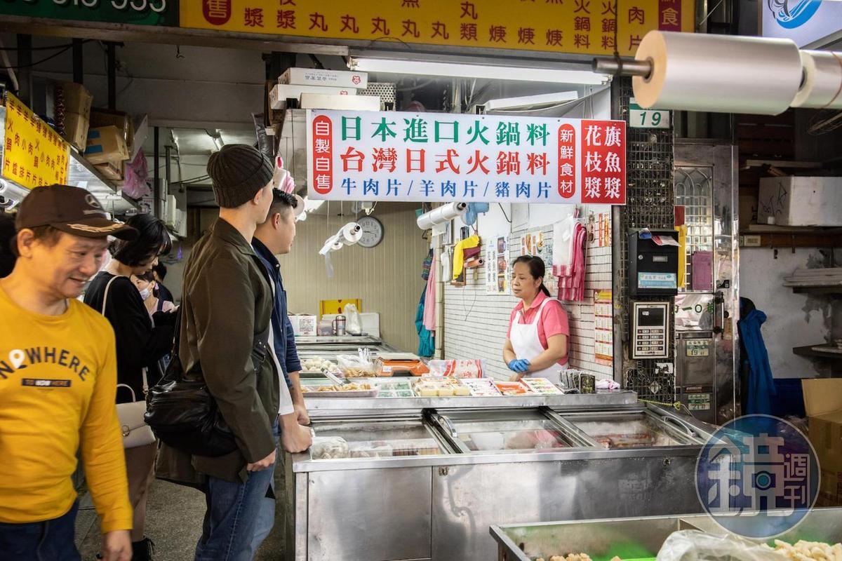 「朴子魚丸店」以純旗魚漿製作魚丸聞名,前置作業費工耗時。