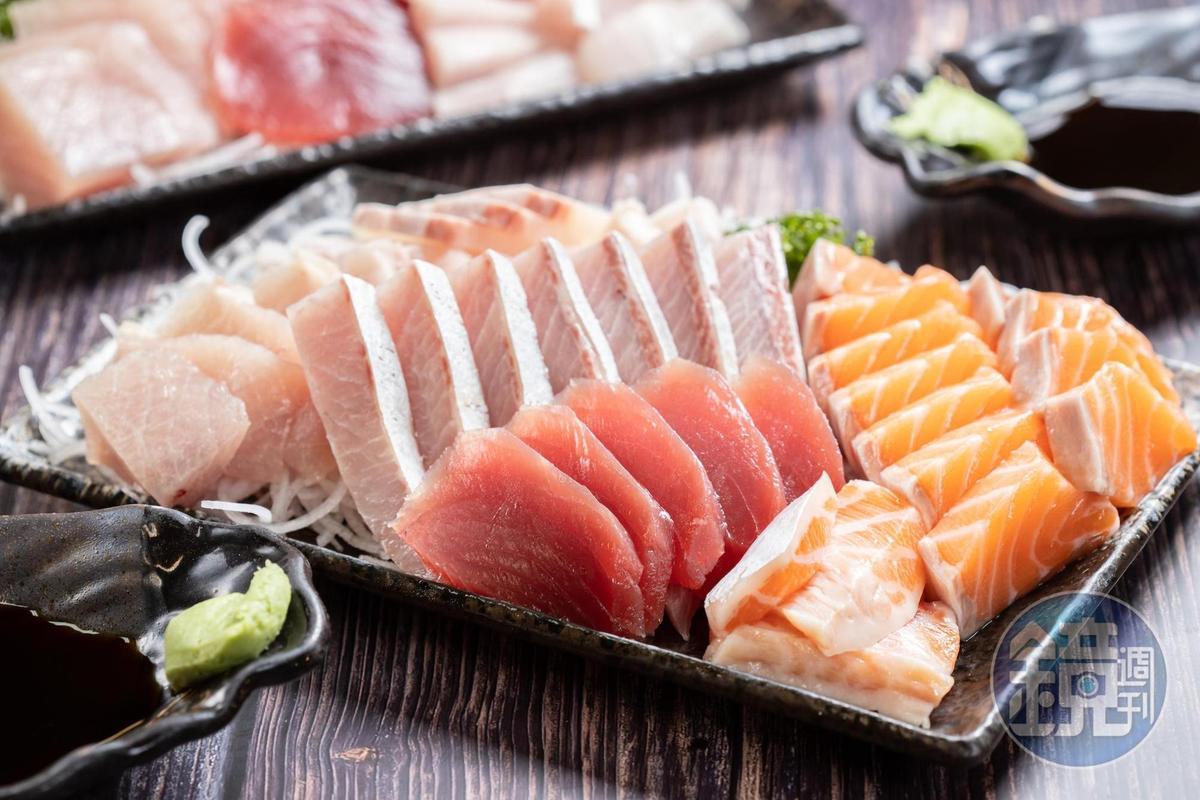 當季肥美的宜蘭白旗魚、屏東鮪魚、基隆紅魽及蘇格蘭鮭魚生魚片,油脂飽滿甜潤。(時價)