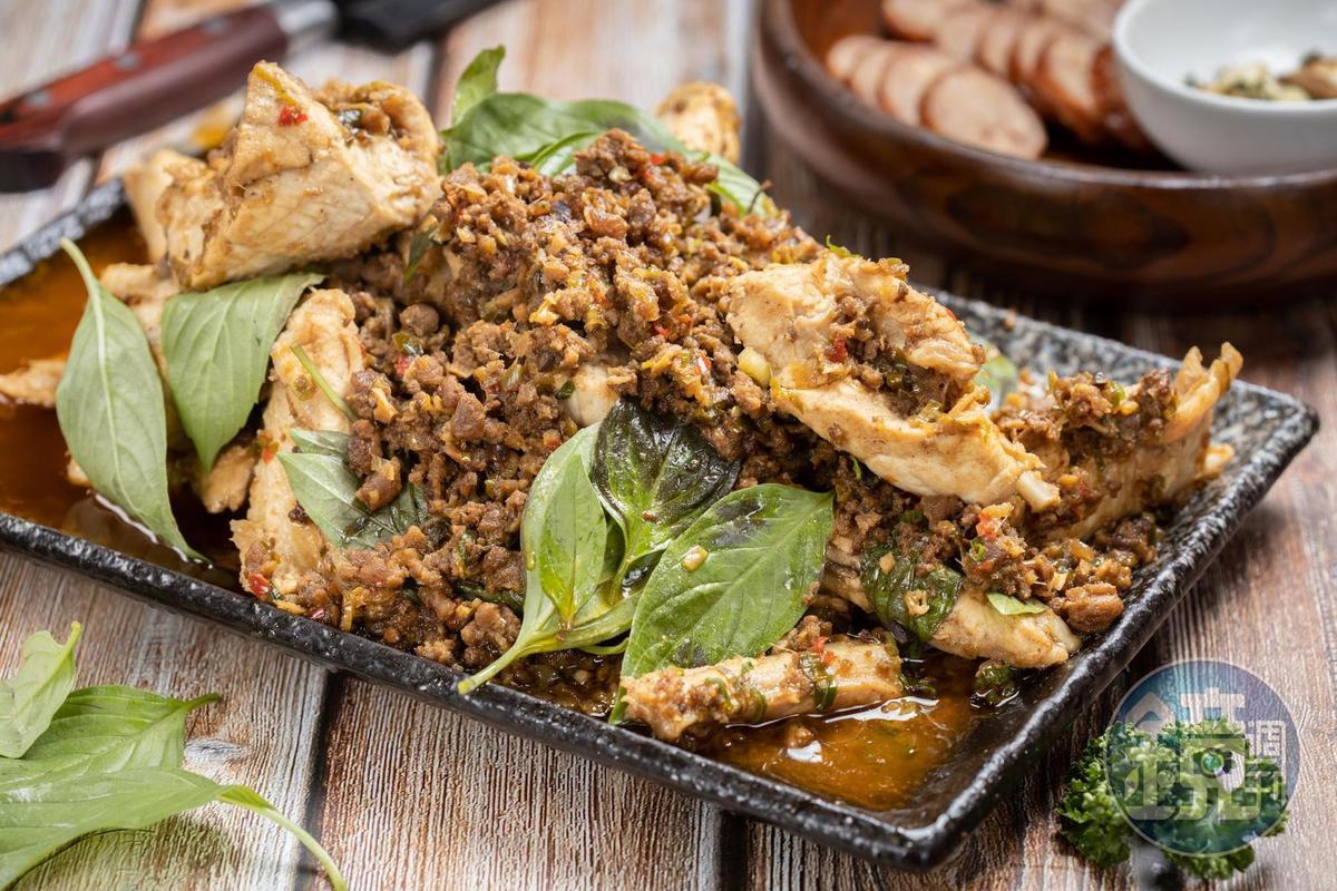 麻婆牛肉搭配旗魚肋排肉,香辣下飯。