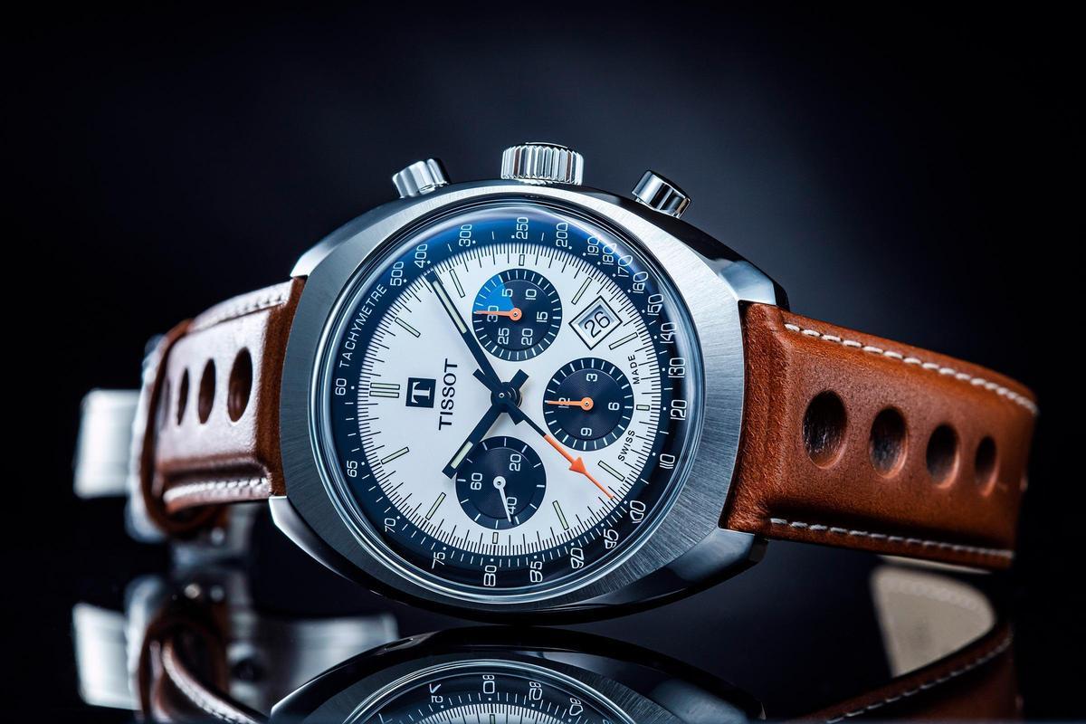 Heritage 1973計時碼錶,白面黑盤的熊貓面,配上復古賽車風棕色錶帶,定價NT$68,500。