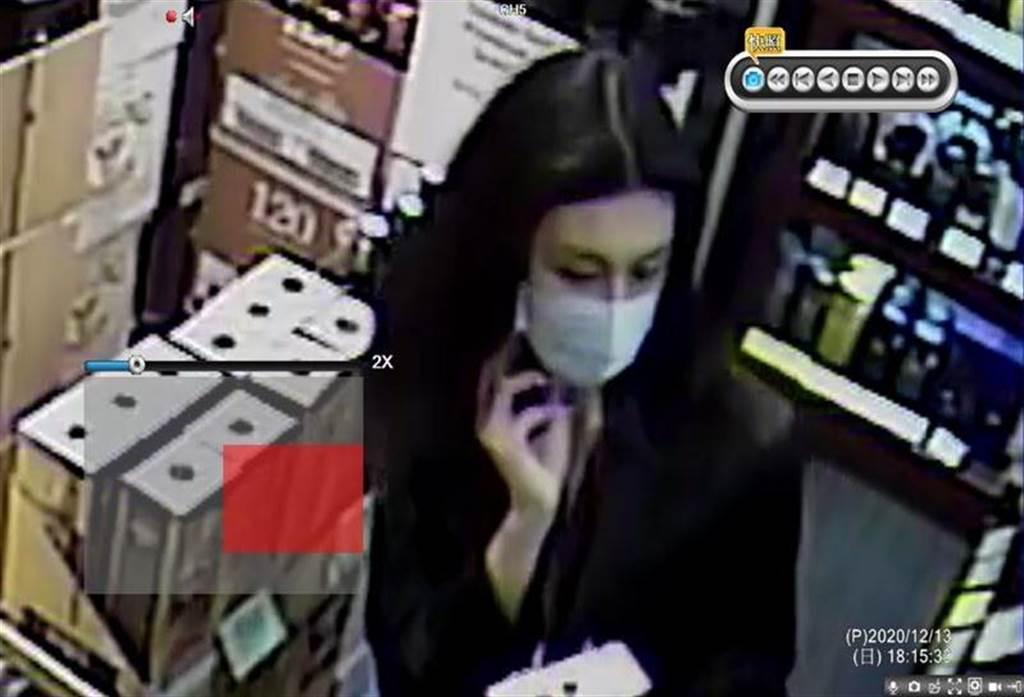 因為身材高挑並且氣質出眾,讓店員對女竊賊留下深刻印象。(翻攝畫面)