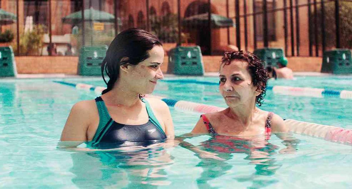 導演法蘭柯洛利說服自己的媽媽演出強悍母親一角,戲中癌末母親拒絕化療,和女兒水火不容。(海鵬)