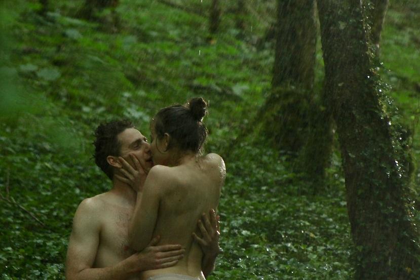 法國女星露德拉潔有多場激情戲碼,整部片猶如「成人版」《白雪公主》。(車庫提供)