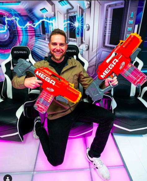 最賺錢YouTuber第3名為「玩籃小子」(Dude Perfect),年收入為2300萬美元(約新台幣6.47億元)。(翻攝Dude Perfect IG)