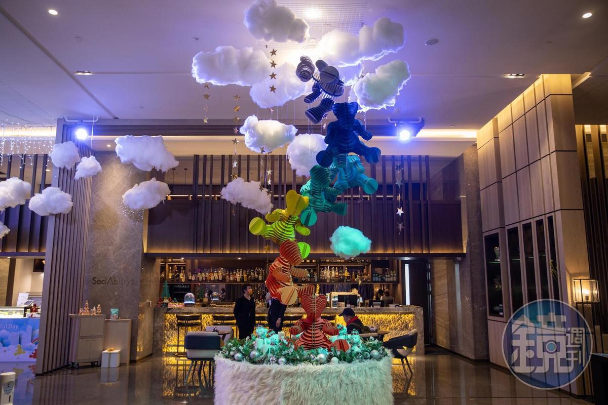 新板希爾頓酒店每年耶誕都精心設定大廳主題。