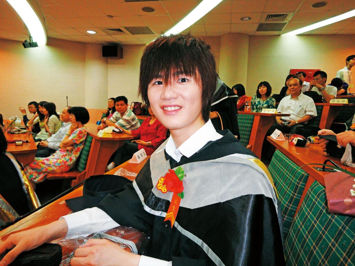 建中、台大畢業的學霸丁彥鈞,一度懊惱收入不如同學。(丁彥鈞提供)