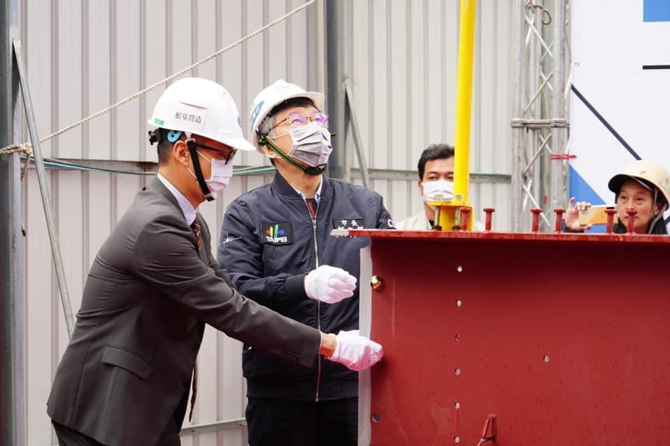 柯文哲出席捷運科技大樓站瑞安段公辦都更案上梁典禮。(翻攝自柯文哲臉書粉專)