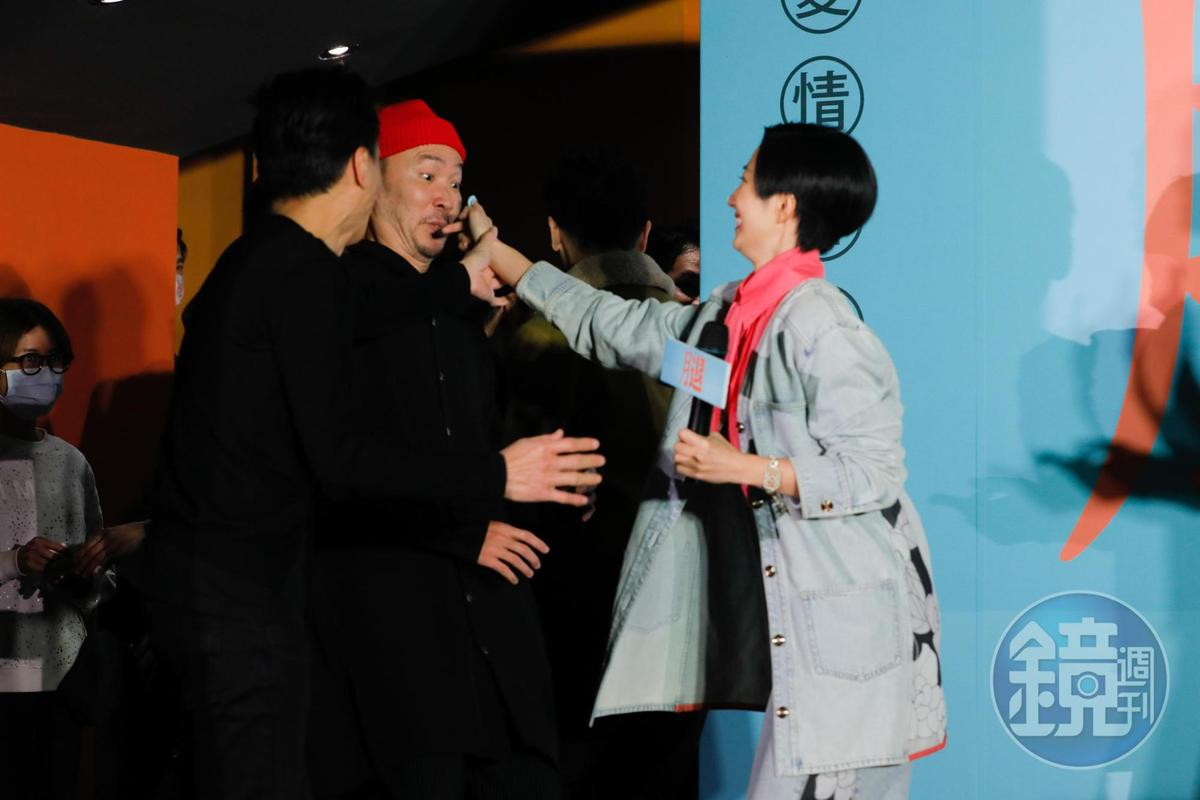 25號生日的壽星桂綸鎂想要在其他人臉上抹奶油,嚇得眾人四散奔逃。