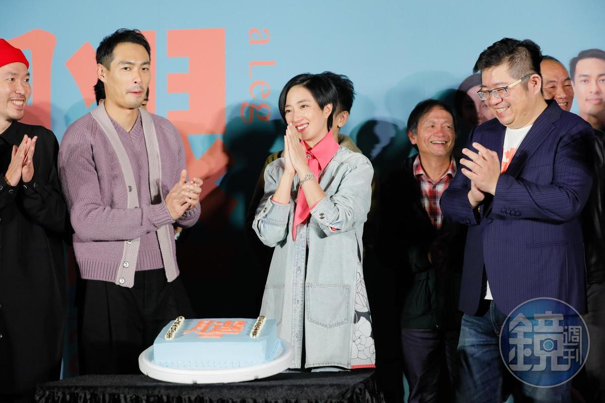 眾人替桂綸鎂慶生,令她又驚又喜。