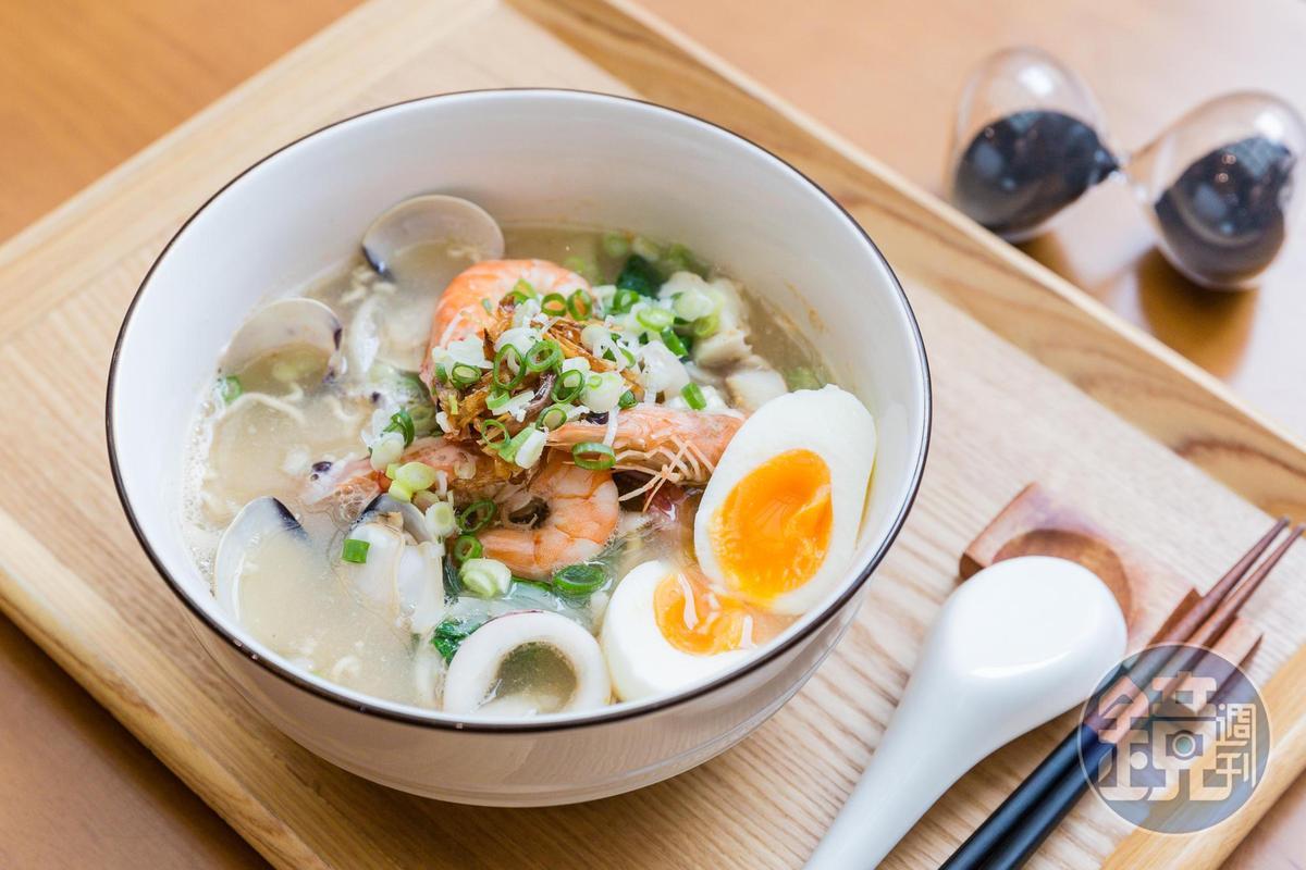料多味美的海鮮泡麵,每一樣食材皆可溯源生產履歷,讓消費者吃得安心。(380元)