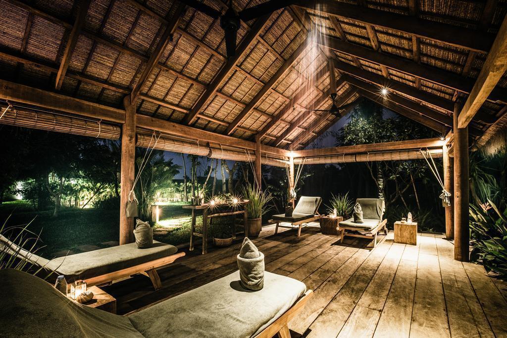 柬埔寨「蓬拜堂飯店」座落在20英畝的檸檬草土地上,可盡情享受田園詩般的飯光,且距離吳哥窟車程僅25分鐘。(翻攝自Booking.com)