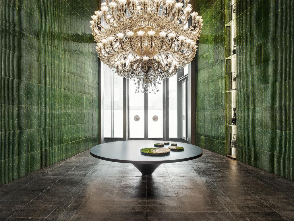中國上海「鏞舍酒店」收藏680幅來自中國和國際的作品,藝術在公共場合占有主導地位。(翻攝自Booking.com)