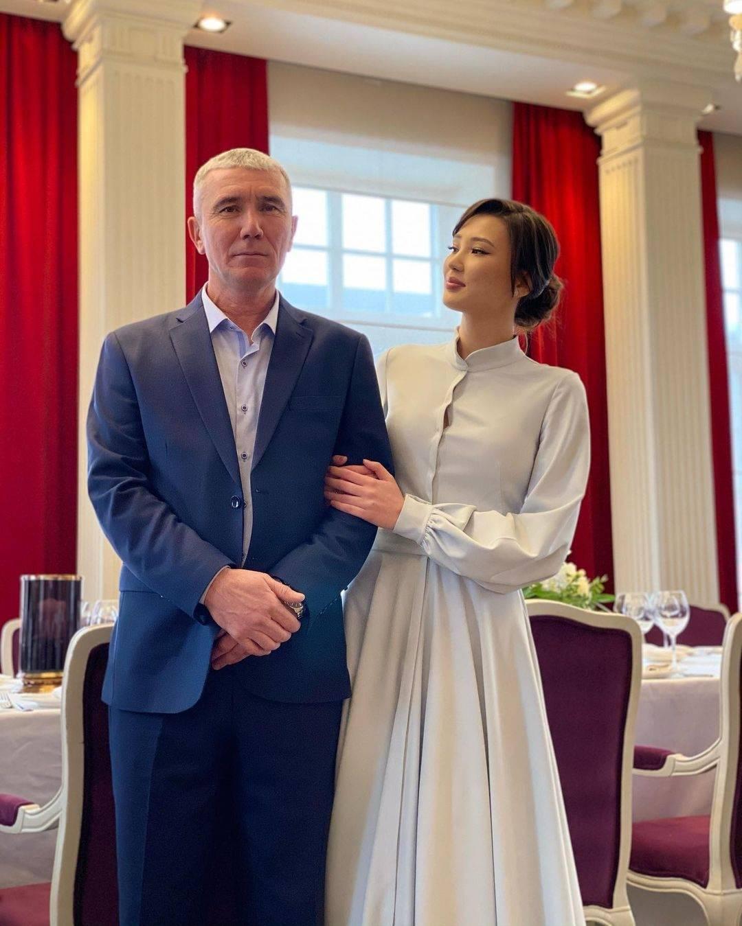 媒體報導莎賓娜的丈夫是一名電商巨頭,身高185公分,兩人外型十分登對。(翻攝自莎賓娜IG)