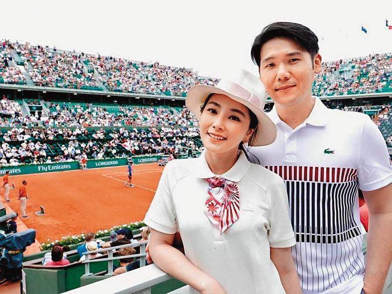 陳怡蓉(左)和老公薛博仁(右)結婚4年,婚後育有1女。(明悅提供)