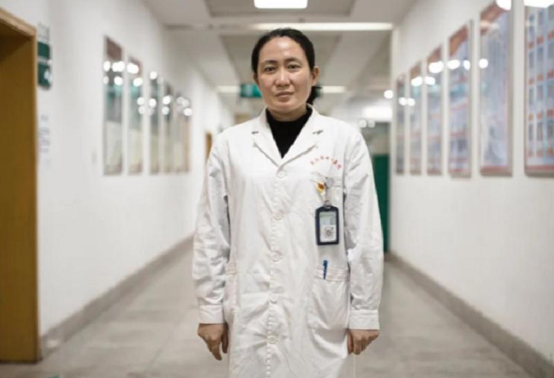 武漢市中心醫院醫生艾芬是「發哨子的人」。(翻攝畫面)