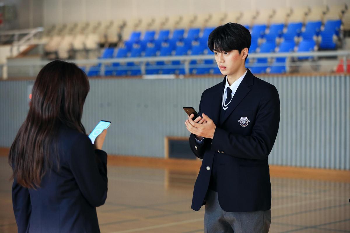 Netflix首部翻拍自網路漫畫的原創韓劇是校園愛情劇《喜歡的話請響鈴》,第二季預計今年上架。(Netflix提供)