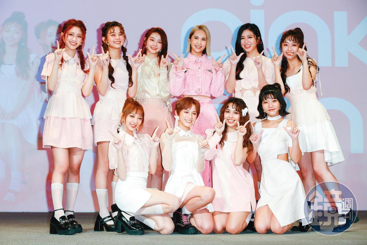 楊丞琳(後排右三)日前出席女團「PINK FUN」發片記者會,據悉也是廠商看中的代言人之一。
